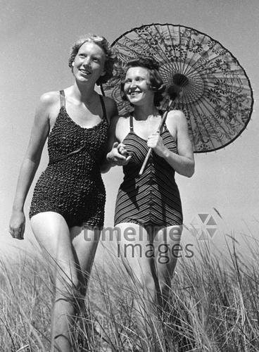 Frauen Mit Sonnenschirm 1939 Fotocommunity Timeline Images