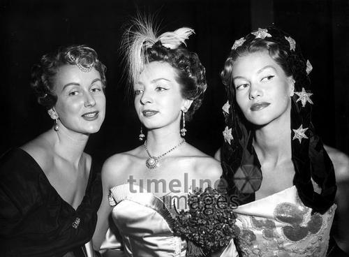 Frisuren Und Kopfschmuck Anfang Der 50er Jahre Fotocommunity