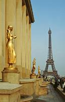 Goldene Figuren am Palais Chaillot, 1991 Raigro/Timeline Images