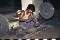 Gong-Schmied in Mandalay, 1985 Czychowski/Timeline Images