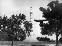 Government Denkmal mit Luftschiff in Yorktown, 1931 Timeline Classics/Timeline Images