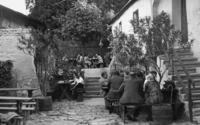 Heuriger in Wien, 1938 Timeline Classics/Timeline Images