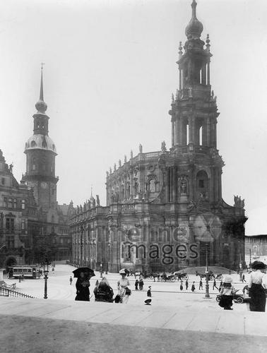 Hofkirche in Dresden, 1905 Timeline Classics/Timeline Images