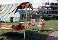 Hollywoodschaukel und Passagierschiff am Starnberger See, 1960 Dillo/Timeline Images