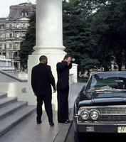 Hubert Horatio Humphrey am Haupteingang zum Weißen Haus in Washington D.C., 1962 Juergen/Timeline Images