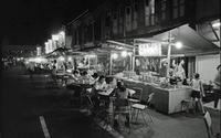 Imbiss bei Nacht in Singapur, 1974 hwh089/Timeline Images