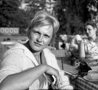 Junge Frau in Bad Saarow, 1959 Juergen/Timeline Images