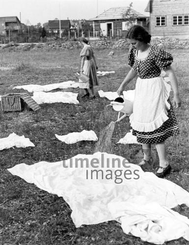 Junge Frauen Beim Wasche Bleichen 1938 Fotocommunity Timeline Images