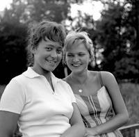 Junge Frauen in Bad Saarow, 1959 Juergen/Timeline Images