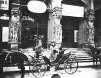 Kaiserin Augusta Victoria in München, 1906 Timeline Classics/Timeline Images