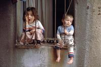 Kinder am Fenster in Istanbul, 1986 Raigro/Timeline Images