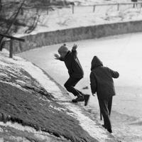 Kinder am Klarensee in Berlin Tempelhof, 1964 Juergen/Timeline Images