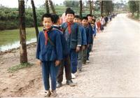 Kinder in der Nähe von Chongqing, China, 1985 RalphH/Timeline Images