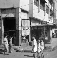 Kinder in Manila, 1972 hwh089/Timeline Images
