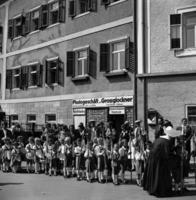 Kinder in Tracht in Zell am See, vermutlich 1938 Joachim Krack/Timeline Images