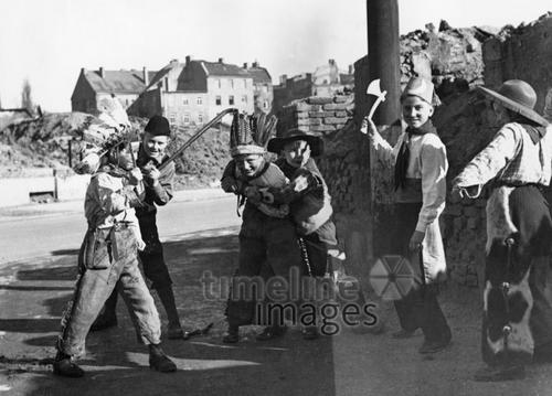 Kinderfasching in München, um 1949 HRath/Timeline Images
