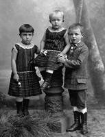 Kinderportrait, 1910 kartique/Timeline Images