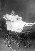 Kinderportrait, 1916 kartique/Timeline Images