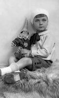 Kinderportrait, 1926 kartique/Timeline Images