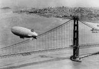 Luftschiff über der Golden Gate Bridge in San Francisco, 1937 Timeline Classics/Timeline Images