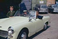 Männer in Austin-Healey Sprite, 1963 RainerA/Timeline Images
