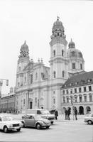 München Ludwigstrasse-Theatinerkirche Winter/Timeline Images