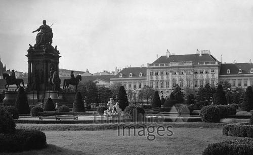 Maria-Theresien-Platz in Wien Timeline Classics/Timeline Images