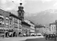 Maria-Theresien-Straße in Innsbruck, 1941 Timeline Classics/Timeline Images