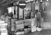 Markt in Les Halles in Paris, 1967 Juergen/Timeline Images