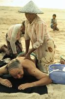 Massage am Kuta Beach, 1979 Czychowski/Timeline Images