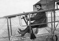 Maurice Colliex mit Flugapparat in Frankreich, 1911 Timeline Classics/Timeline Images