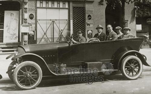 Maybach-Auto mit Chauffeur, 1922 1Frido2/Timeline Images
