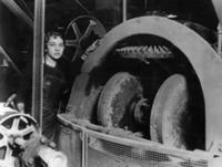 Mechanikerin in den USA, 1927 Timeline Classics/Timeline Images