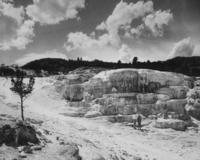 Minerva Terrasse im Yellowstone Park, ca. 1932 Timeline Classics/Timeline Images
