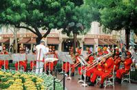 Musikband in Disneyland in Los Angeles, Kalifornien, USA, 1973 Raigro/Timeline Images