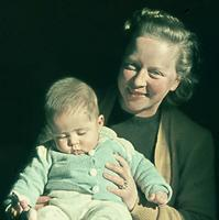 Mutter mit Baby, 1944 Cumbat/Timeline Images