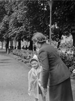 Mutter mit Kind, 1942 Kneckes/Timeline Images
