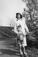Mutter mit Sohn, 1957 aniko/Timeline Images