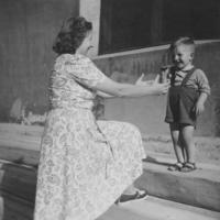 Mutter und Sohn, 1949 Peter/Timeline Images