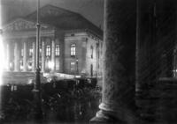 Nationaltheater in München bei Nacht Timeline Classics/Timeline Images