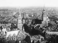 Neues Rathaus und Peterskirche in München Timeline Classics/Timeline Images