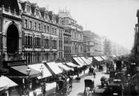 Oxford Street in London, 1915 Timeline Classics/Timeline Images