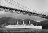 Ozeandampfer unter der Golden Gate Bridge, 1937 Timeline Classics/Timeline Images