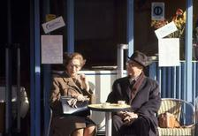 Paar im Cafe a la Deux in Clignancourt in Paris, 1967 Juergen/Timeline Images