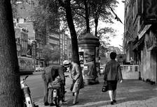 Paar mit Moped in Amsterdam, 1966 Juergen/Timeline Images