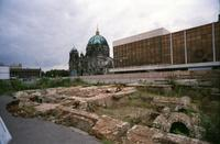 Palast der Republik versus Stadtschloss Winter/Timeline Images