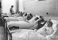 Patienten in einer Privatklinik in Berlin, 1910 Timeline Classics/Timeline Images