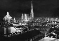 Peterskirche und Stephansdom bei Nacht, 1938 Timeline Classics/Timeline Images