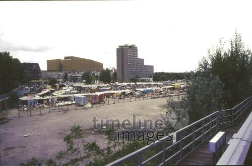 Polenmarkt am Potsdamer Platz, 1989 Winter/Timeline Images