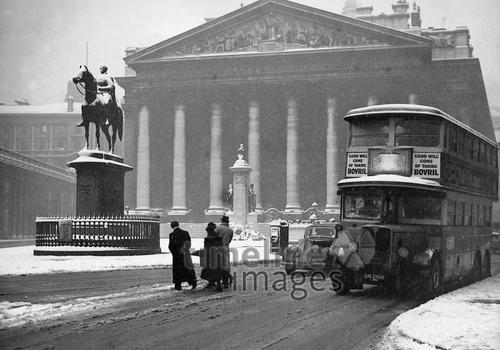 Royal Exchange bei Schnee, 1938 Timeline Classics/Timeline Images